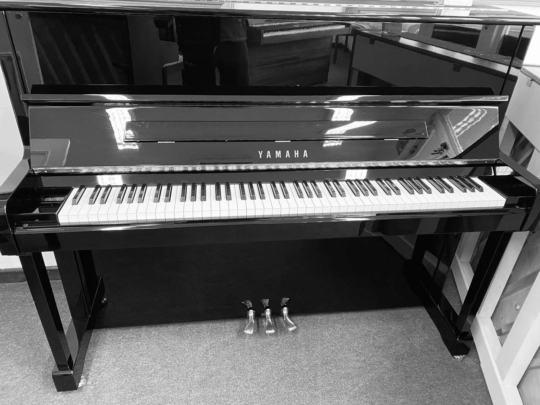 YAMAHA P121 piano for sale